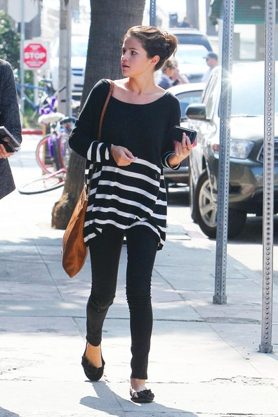 6201cb824ab5cf25fc3a00358bb07ef2 Faa21700fd89fe9108b4b9e7ee8c235d Two Simple Outfits Worn By Selena